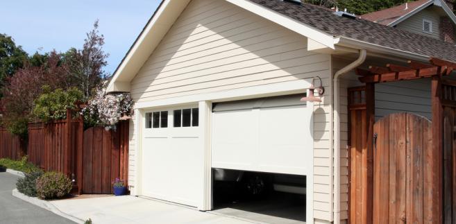 Podatnik uważał, że skoro garaż stanowi integralną część z domem (jest jedną bryłą, a nie jest dobudowany), to wymiana drzwi do niego jest również celem mieszkaniowym