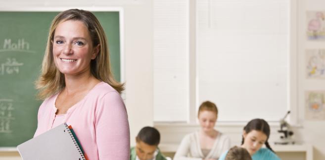 W ubiegłym roku z pracy w szkołach wskutek takiej polityki gmin odeszło 7 tys. nauczycieli.