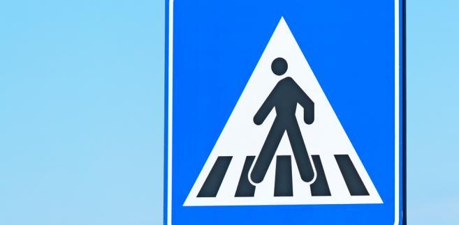 piesi- znak drogowy