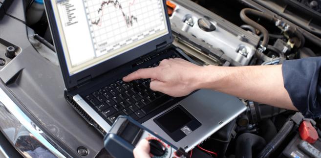 badania-samochód-naprawa-mechanik