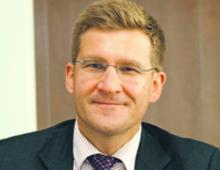dr Marcin Piątkowski starszy ekonomista w Banku Światowym, były główny ekonomista PKO BP, ekonomista w MFW, doradca wicepremiera i ministra finansów RP (2002–2003)