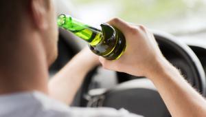 Blokada definiowana jest jako urządzenie techniczne uniemożliwiające uruchomienie silnika pojazdu silnikowego i pojazdu szynowego, jeśli zawartość alkoholu w wydychanym przez kierującego powietrzu wynosi co najmniej 0,1 mg alkoholu w 1 dm3