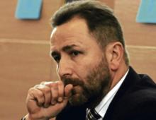 Andrzej Biernaczyk, startował dwukrotnie w wyborach na stanowisko prokuratora generalnego. Od ponad 20 lat jako śledczy ściga gangsterów, m.in. za udział w zorganizowanych grupach przestępczych i handel narkotykami. Pracuje w Prokuraturze Okręgowej w Ostrowie Wielkopolskim