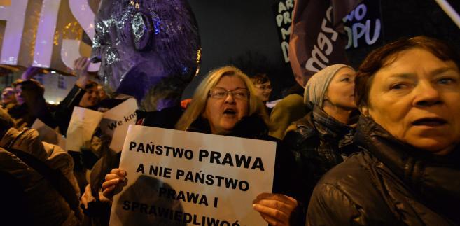 PAP/Marcin Obara  Protesty pod Sejmem w sprawie trybunału