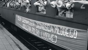 Defilada ku czci powołanego właśnie Związku Młodzieży Polskiej, Wrocław 1948