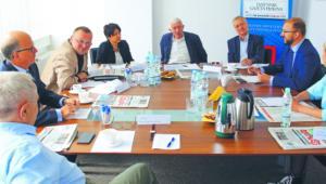 W debacie udział wzięli (od lewej): Leszek Pacholski, Wiesław Staszewski, Kamil Kulesza, Dominika Maison, Zbigniew Mularzuk, Michał Kleiber, Piotr Dardziński oraz Mira Suchodolska