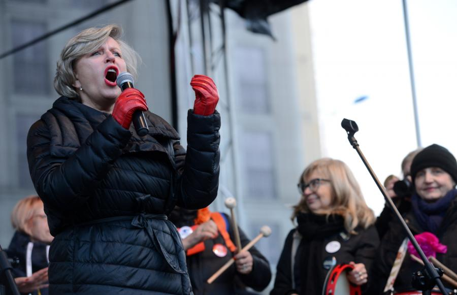 Aktorka Krystyna Janda wśród uczestników Międzynarodowego Strajku Kobiet w Dzień Kobiet,  PAP/Jacek Turczyk