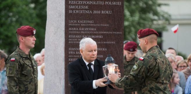 Kaczyński zwrócił uwagę, że pamięć o Katyniu była szczególną pamięcią, którą odrzucano, prześladowano