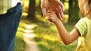 Sam fakt samotnego wychowywania dziecka nie uprawnia do skorzystania z preferencji. Jakie warunki należy spełnić?