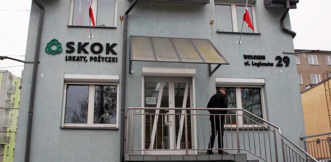 """Wiceminister finansów Piotr Nowak oświadczył, że nie można uogólniać, """"wrzucać wszystkiego do jednego worka"""", bo to zakrzywia obraz całego systemu SKOK"""