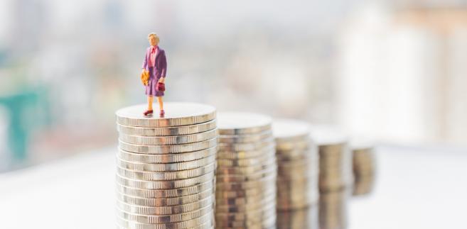 Statystyki dotyczące skutków obniżenia wieku emerytalnego podawane przez ZUS mogą spędzać sen z powiek wicepremierowi Mateuszowi Morawieckiemu.
