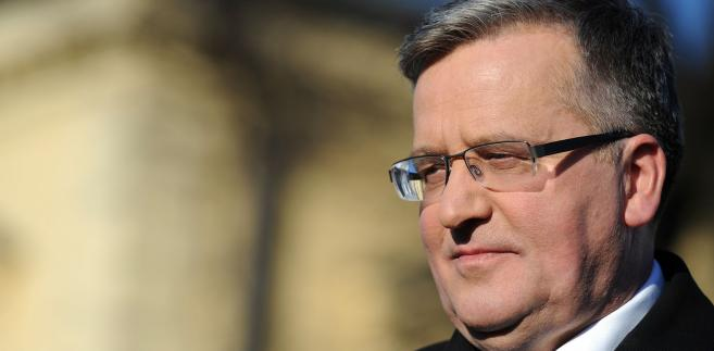 Prokuratura wezwała na 12 kwietnia b. prezydenta Bronisława Komorowskiego na przesłuchanie w ramach postępowania dot. niedopełnienia obowiązków przez funkcjonariuszy publicznych bezpośrednio po katastrofie w Smoleńsku- Bronisław Komorowski