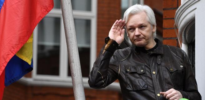 Prawnicy Assange'a argumentowali przed sądem, że po tym, gdy w maju ub.r. szwedzka prokuratura zdecydowała o umorzeniu dochodzenia przeciwko Australijczykowi w sprawie zarzutów o gwałt na obywatelce Szwecji, dalsze utrzymywanie nakazu jest bezzasadne.