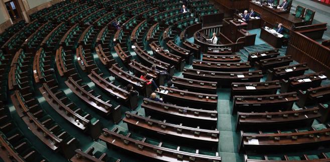 Informacja o przyznanych nagrodach wywołała oburzenie opozycji, która wielokrotnie apelowała do rządzących o ich zwrot.