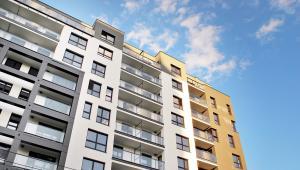 Sprawa dotyczyła mężczyzny, który kupił mieszkanie i niedługo potem sprzedał je za kwotę trzy razy wyższą.