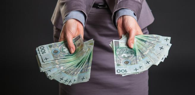 Przeciętne wynagrodzenie bez wypłat z zysku wyniosło we wrześniu 3 tys. 640,56 zł i wzrosło rdr o 1,6 proc., a wobec sierpnia spadło o 1,2 proc.