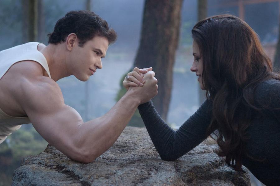 """Kellan Lutz i Kristen Stewart w filmie Saga """"Zmierzch"""": Przed świtem. Część 2"""