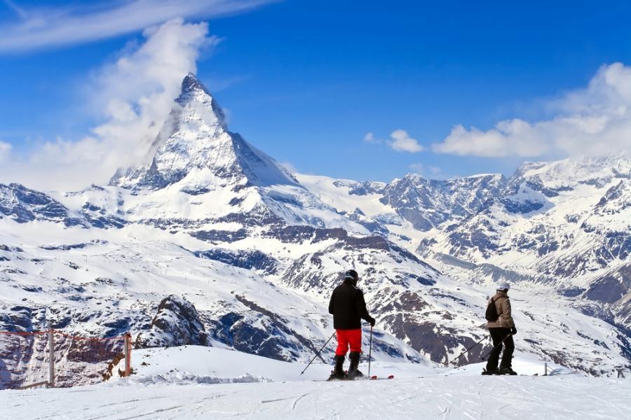 Zermatt to jedna z najpopularniejszych miejscowości wypoczynkowych w Szwajcarii. Ośrodek sportów zimowych oraz wspinaczek górskich. Ze względów ekologicznych jest dostępna tylko dla pojazdów napędzanych silnikami elektrycznymi.
