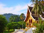 """13. miejsce: Luang Prabang – dawna stolica Laosu, nazywanego niegdyś """"królestwem miliona słoni; miasto leżące w północnej części kraju nad rzeką Mekong. Od 1995 roku miasto znajduje się na liście światowego dziedzictwa UNESCO. Dzienny pobyt można zamknąć w kwocie 22,66 USD."""