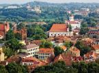 Wilno – kolejne europejskie miasto, które warto zobaczyć. Turystów zachwyca Stare Miasto, które widnieje na liście światowego dziedzictwa UNESCO. Warto dodać, że miasto leży na trasie Europejskiego Szlaku Gotyku Ceglanego. Wizyta w Wilnie jest idealnym dobrym pomysłem na spędzenie 2-3 dni na Litwie podczas weekendu majowego.