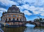 10.  Wyspa Muzeów w Berlinie – położna w centrum Berlina na rzece Sprewie jest jednym z najważniejszych kompleksów muzealnych na całym świecie, obejmującym: Muzeum im. Bodego, Muzeum Pergamońskie, Nowe Muzeum, Starą Galerię Narodową oraz Stare Muzeum. Od 1999 roku Wyspa Muzeów została wpisana na listę światowego dziedzictwa kulturowego UNESCO, jako przykład unikatowego zespołu architektonicznego i kulturalnego.