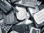 <strong>Sprzedaż i skup telefonów</strong><br /><br />  Sprzedaż klientom telefonów komórkowych to dochodowy interes dla operatorów. Marże sięgają 20-30 procent, a bywają przypadki, że więcej. Dotyczy to w szczególności telefonów rzadkich i drogich, a więc  często niedostępnyuch dla większosci klientów od ręki. <br /><br />  Jednocześnie firmy telekomunikacyjne za pośrednictwem swoich brandów skupują telefony od swoich klientów po upływie czasu umowy, także często z wysokim zyskiem. W zamian za telefon klienciu uzyskują zniżkę na kolejny telefon w sieci lub gotówkę. <br /><br />