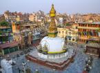Katmandu to mistyczne i magiczne miejsce, skarbnica starożytnych budowli. Znajdujący się w samym centrum miasta starożytny plac Durbar jest wpisany na listę światowego dziedzictwa UNESCO. Mieści się w nim legendarna świątynia Kasthamandap, dziedzińce, fontanny i stary pałac królewski. Katmandu to doskonała baza wypadowa na wycieczki po Nepalu i wspinaczki w Himalajach.