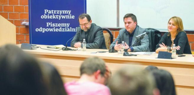 Dziekan Wydziału Prawa i Administracji UW Krzysztof Rączka, Bogdan Rymanowski i zastępca redaktora naczelnego DGP Dominika Sikora