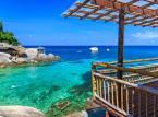 Na pierwszym miejscu: Ko Tao – wyspa należąca do Tajlandii, leżąca na wodach Zatoki Tajlandzkiej. W języku tajskim Ko Tao oznacza wyspę żółwi. Idealna przez większa część roku pogoda oraz plaże z białym piaskiem sprawiają, że wyspa Ko Tao została uznana za najlepszą azjatycką wyspę w 2014 roku.