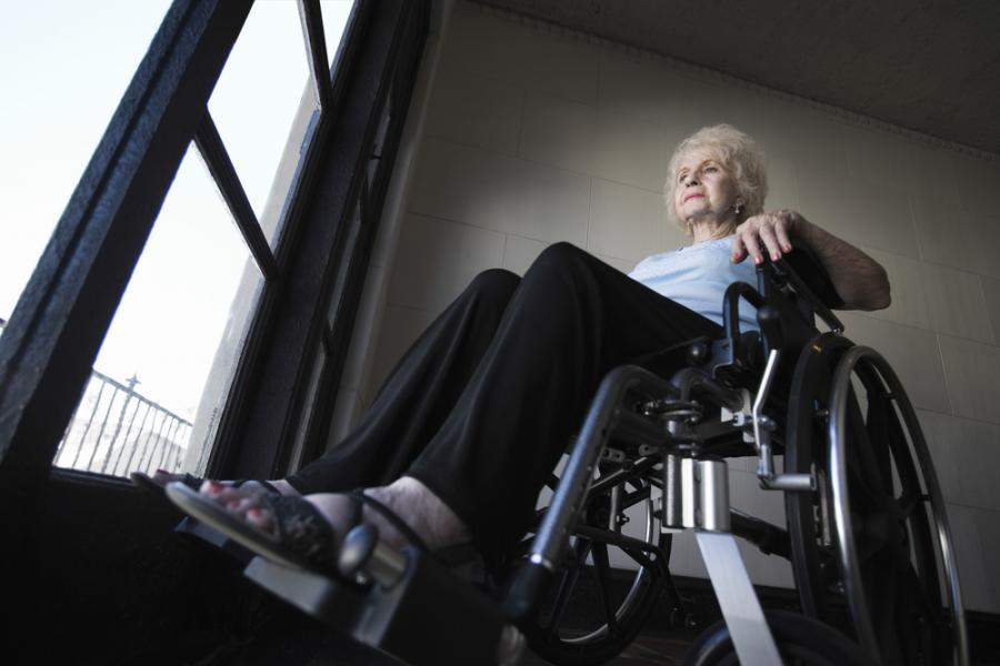 niepełnosprawna kobieta na wózku