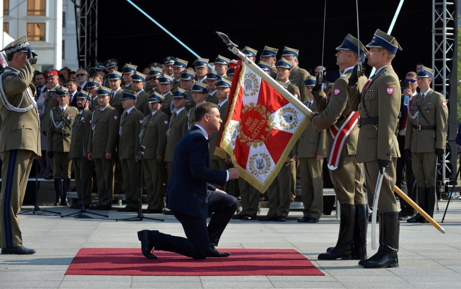 Prezydent Andrzej Duda podczas uroczystości przejęcia zwierzchnictwa nad Siłami Zbrojnymi.