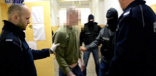 Jeden z zatrzymanych przez policję uciekinierów z Zakładu Karnego nr 2 w Grudziądzu.