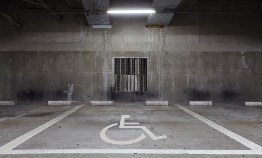 niepełnosprawni inwalida wózek inwalidzki parking koperta