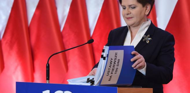 """""""Zrobimy wszystko, żeby Trybunał Konstytucyjny w Polsce był niezawisły. Opinia Komisji Weneckiej nie jest wiążąca. To dane państwo decyduje, czy te zalecenia wprowadzi"""" – mówi premier Beata Szydło."""