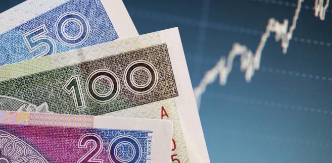 """Analityk DM mBank Rafał Sadoch wskazał, że notowania złotego wobec euro w poniedziałek były najsłabsze od końca stycznia. """"Złoty w poniedziałek oddał piątkowe umocnienie"""" - ocenił."""