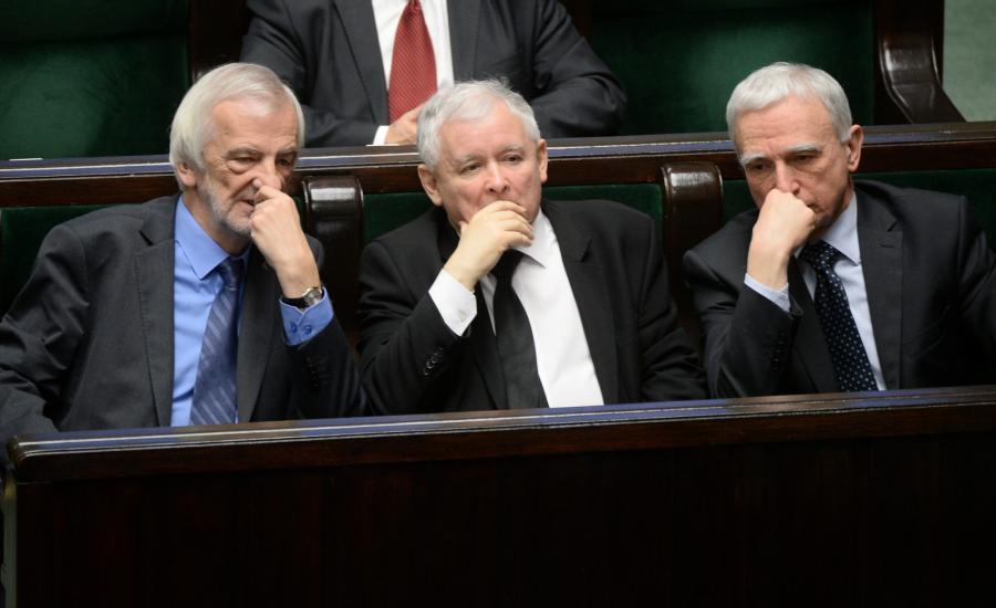 Prezes PiS Jarosław Kaczyński, poseł Piotr Naimski i wicemarszałek Sejmu Ryszard Terlecki w Sejmie.