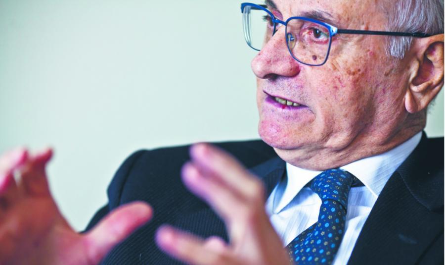Roberto Alfonso od 2015 r. prokurator generalny Mediolanu. Specjalista z wieloletnim doświadczeniem w zwalczaniu przestępczości zorganizowanej. Przez 16lat pracował w krajowej prokuraturze ds. walki z mafią. Wcześniej był prokuratorem na Sycylii. Zanim otrzymał nominację na stanowisko w Mediolanie, pracował w Bolonii, gdzie uczestniczył w tzw. śledztwie Aemilia, jednej z największych spraw dotyczących działalności 'ndranghety w północnych Włoszech. W Polsce przebywał na zaproszenie resortu sprawiedliwości; wziął udział w konferencji dotyczącej konfiskaty rozszerzonej