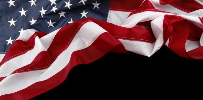 Amerykańska flaga na czarnym tle