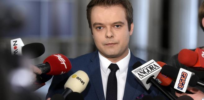 Rafał Bochenek: Nie możemy dopuścić do tego, żeby osoby niezweryfikowane przybywały do Europy i zagrażały bezpieczeństwu obywateli europejskich