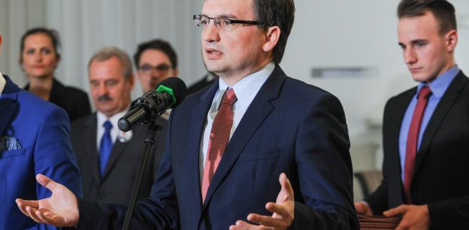 Jeśli do wpływu na kształt prokuratury dojdą uprawnienia do nominacji w sądach, Zbigniew Ziobro stanie się jedną z najsilniejszych postaci w rządzie