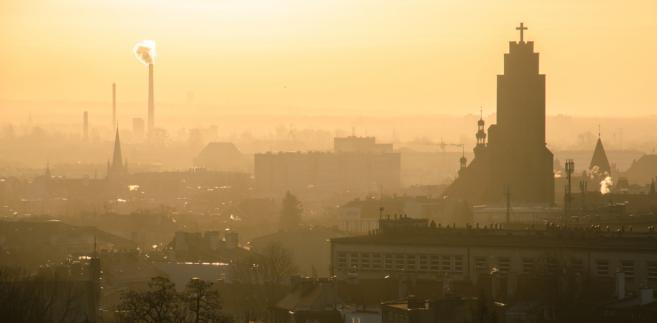 """W ramach akcji informacyjnej na temat programu """"Czyste powietrze"""", która ruszyła 4 września, resort środowiska zapowiedział zorganizowanie spotkania w każdej gminie Polski. Odbyło się już ich ponad 400."""