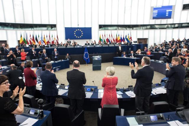 Bruksela próbuje rozwiązać problem migrantów. Nieskutecznie