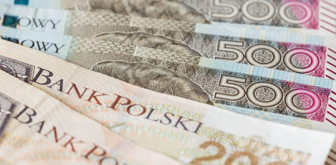 Zdaniem Moniki Kurtek, głównej ekonomistki Banku Pocztowego, złoty może być notowany w poniedziałek w przedziale 4,30-4,32.
