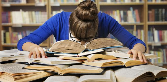 """Jednym z powodów, dla których studenci popadają w spiralę długów, są """"za małe środki na utrzymanie"""""""