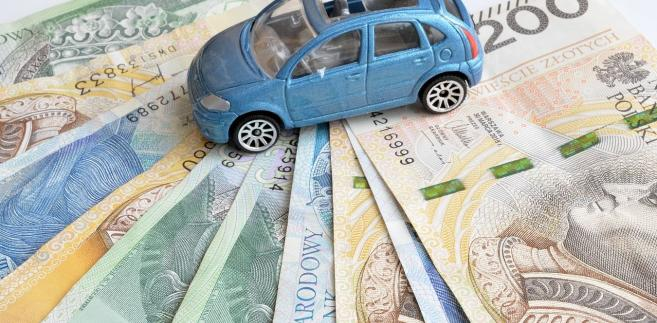 Dziś standardem jest, że w przypadku umowy leasingu operacyjnego na fakturze w adnotacjach leasingodawca podaje, jak wyglądałby podział rat na część kapitałową i odsetkową.