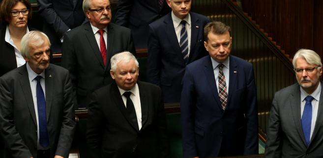 """Jarosław Gowin, zapytany w radiu Zet, dlaczego zapowiadana rekonstrukcja rządu tak się przedłuża, przyznał, że """"rzeczywiście był plan, by przeprowadzić ją na przełomie listopada i grudnia""""."""