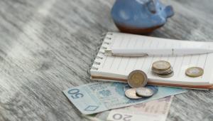 Pieniądze, które otrzyma beneficjent, powinny zostać wykorzystane do zaspokojenia niezbędnej potrzeby bytowej.