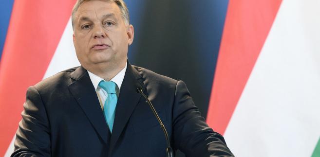 Orban, Seehofer oraz szef grupy parlamentarnej CSU w Bundestagu Alexander Dobrindt podkreślali rolę relacji gospodarczych.