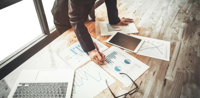Ministerstwo Przedsiębiorczości i Technologii przyznaje, że rosnąca wartość zamówień udzielanych z pominięciem przepisów ustawowych jest niepokojąca.