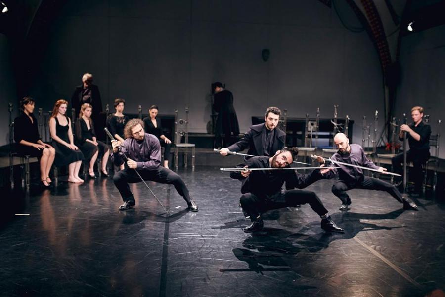 Hamlet Teatr Pieśń Kozła D.Varkas Fot. Mateusz Bral